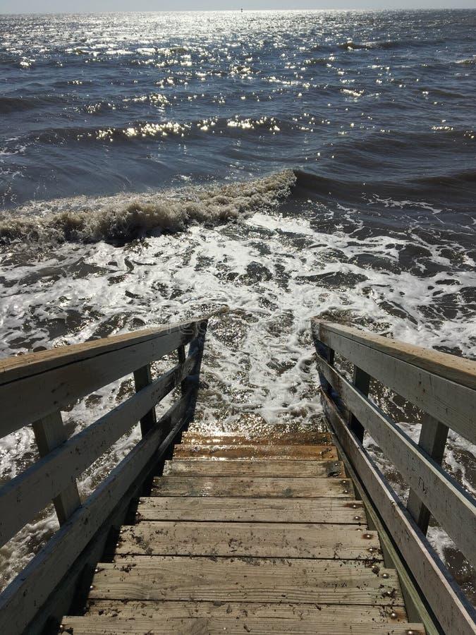 Escadas ao mar imagens de stock