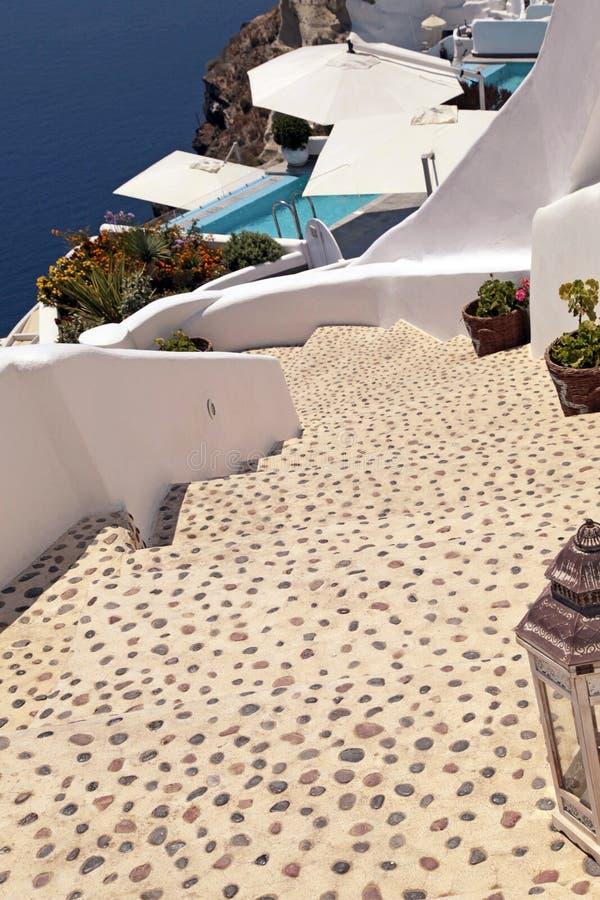 Escadas bonitas na ilha de Santorini, Grécia fotografia de stock royalty free
