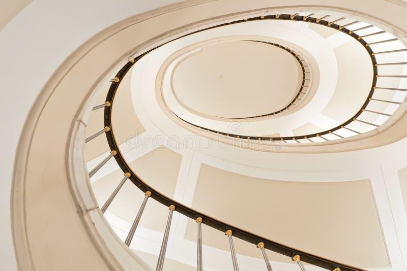 Escadas brancas. imagens de stock