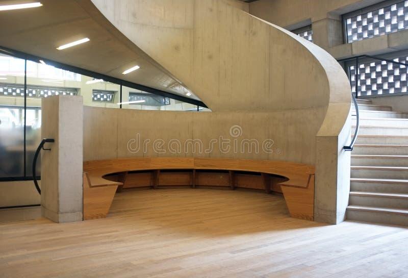 Escadas concretas na construção moderna imagens de stock royalty free
