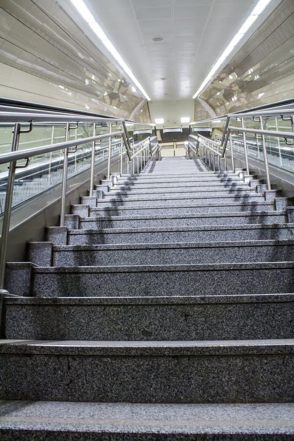 Escadas da estação de metro na cidade de Istambul fotografia de stock royalty free