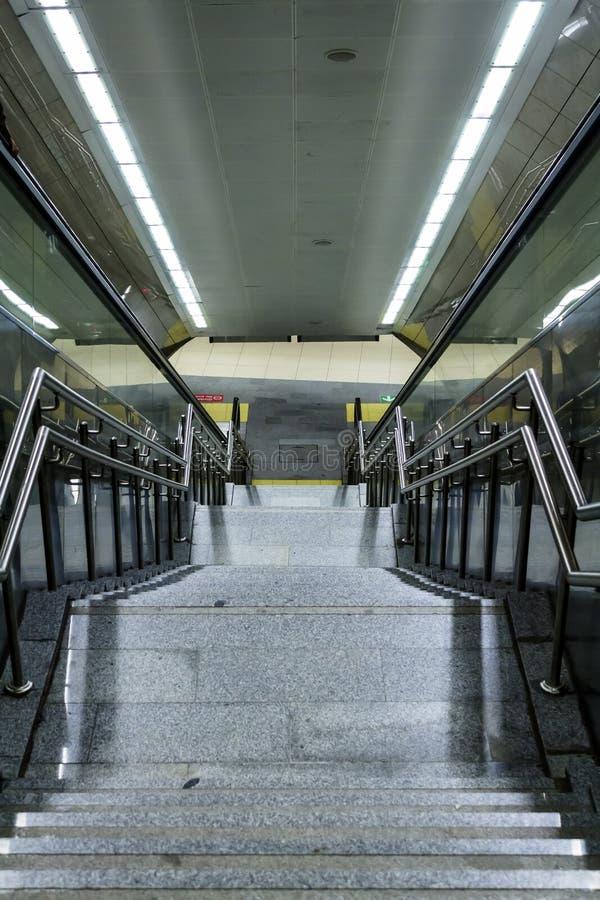 Escadas da estação de metro na cidade de Istambul imagem de stock