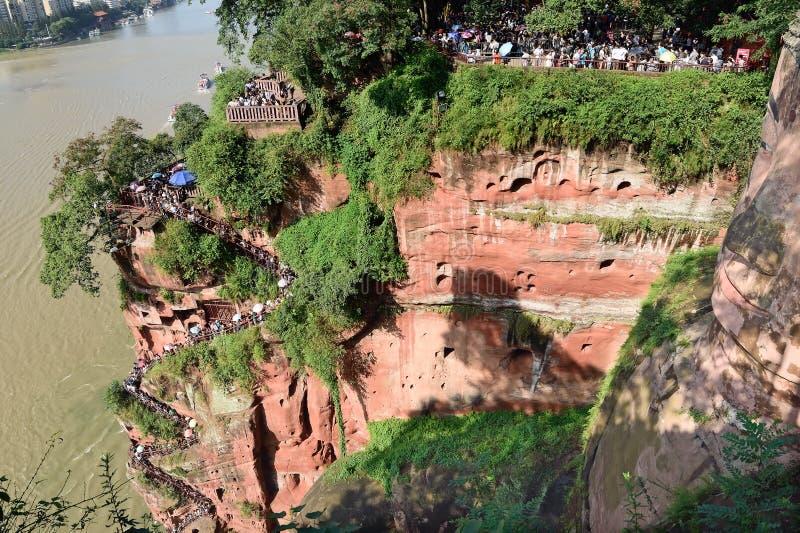 Escadas de Cliffside ao lado da Buda do gigante de Leshan fotos de stock royalty free