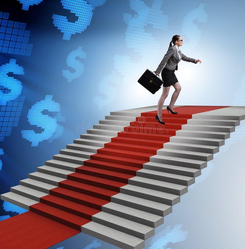 Escadas de escalada da mulher de neg?cios nova e tapete vermelho imagem de stock royalty free
