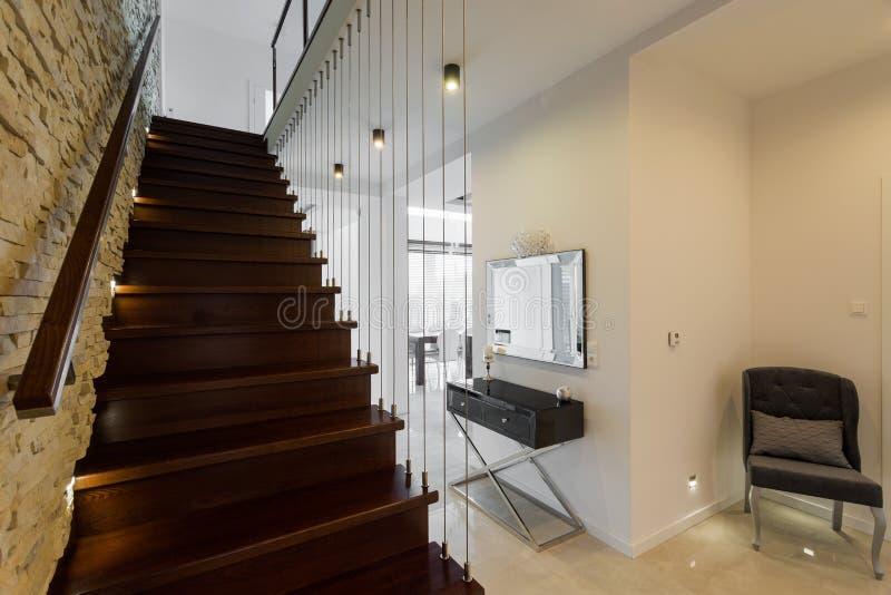 Escadas de madeira à moda imagens de stock