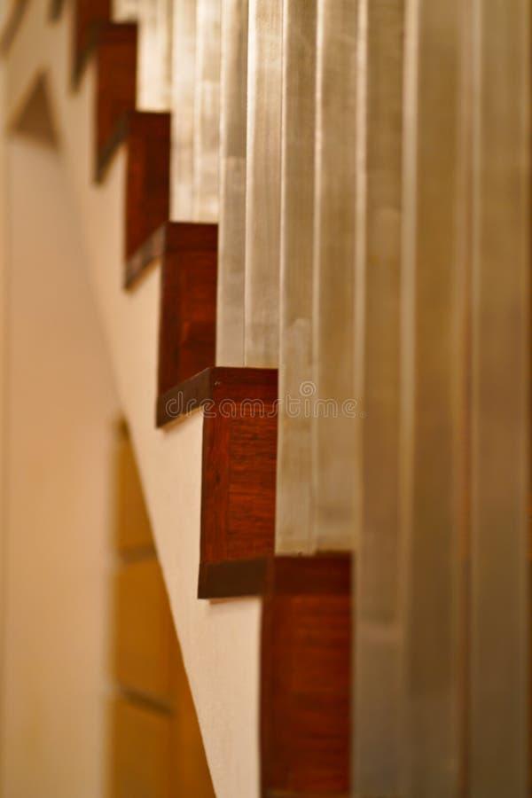 Escadas de madeira e barras de aço fotografia de stock royalty free