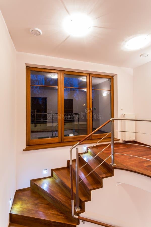 Escadas de madeira encaracolado imagem de stock royalty free