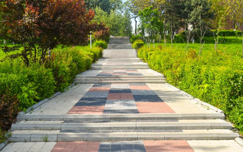 Escadas de pedra coloridas na cidade Central Park em um dia de verão ensolarado imagens de stock royalty free