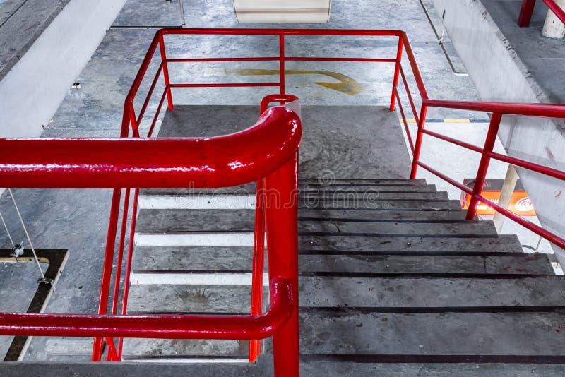 Escadas de um estacionamento urbano foto de stock royalty free