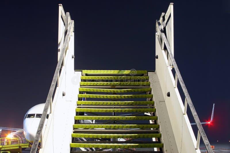 Escadas do aeroporto ao céu foto de stock royalty free