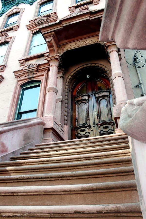 Escadas do Brownstone imagem de stock