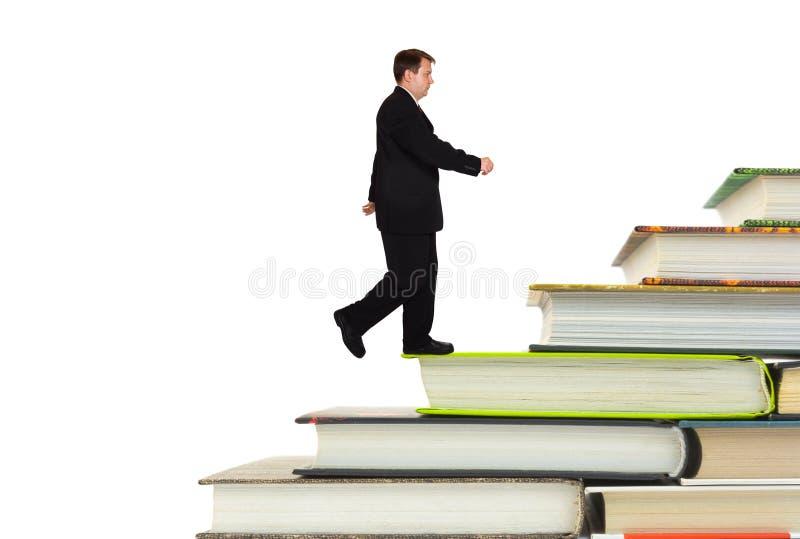 Escadas do homem e do livro fotografia de stock royalty free