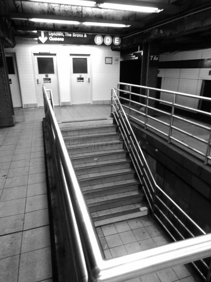 Escadas do metro de New York City fotografia de stock