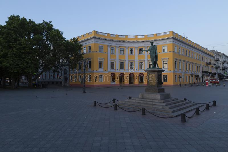 Escadas do potemkin de Odessa com a estátua do richelieu do duque imagens de stock