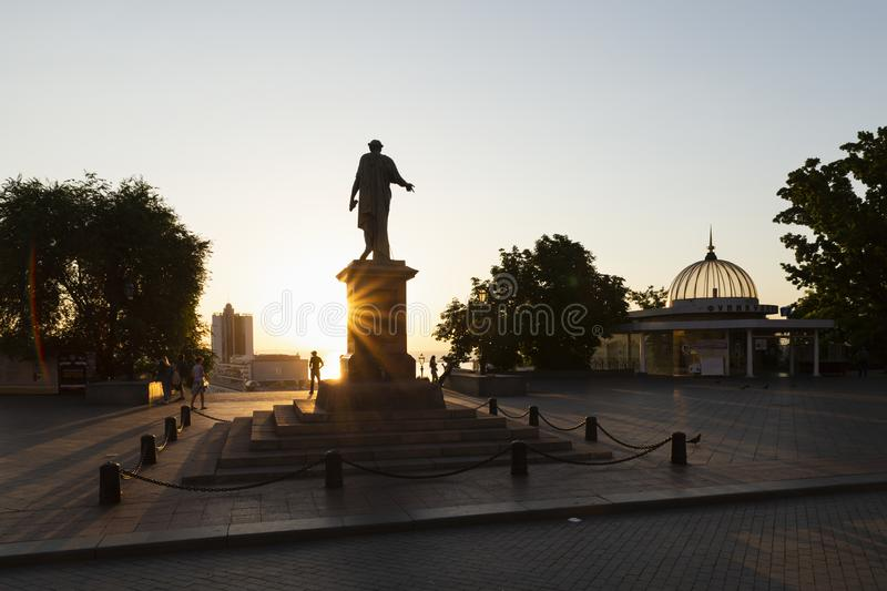 Escadas do potemkin de Odessa com a estátua do richelieu do duque fotografia de stock