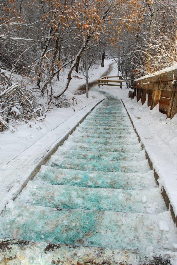 Escadas e fugas cobertas com a neve fotos de stock royalty free