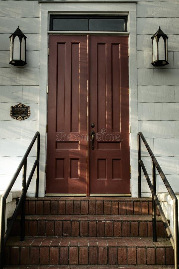 Escadas e portas (abafadas) imagem de stock
