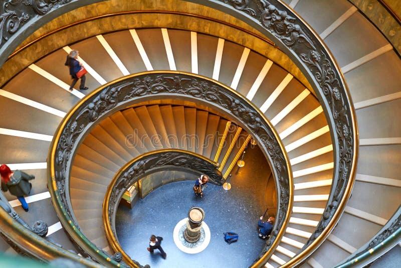 Escadas espirais dos museus do Vaticano no Vaticano foto de stock
