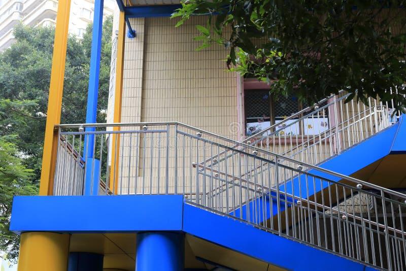 Escadas fora da casa imagem de stock royalty free
