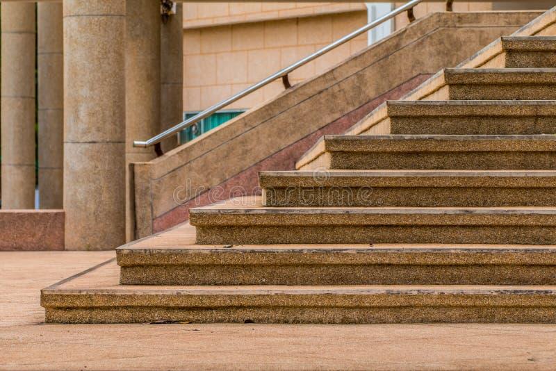 escadas na cidade, escadas do cimento fotografia de stock royalty free