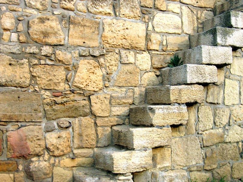 Escadas na parede imagens de stock