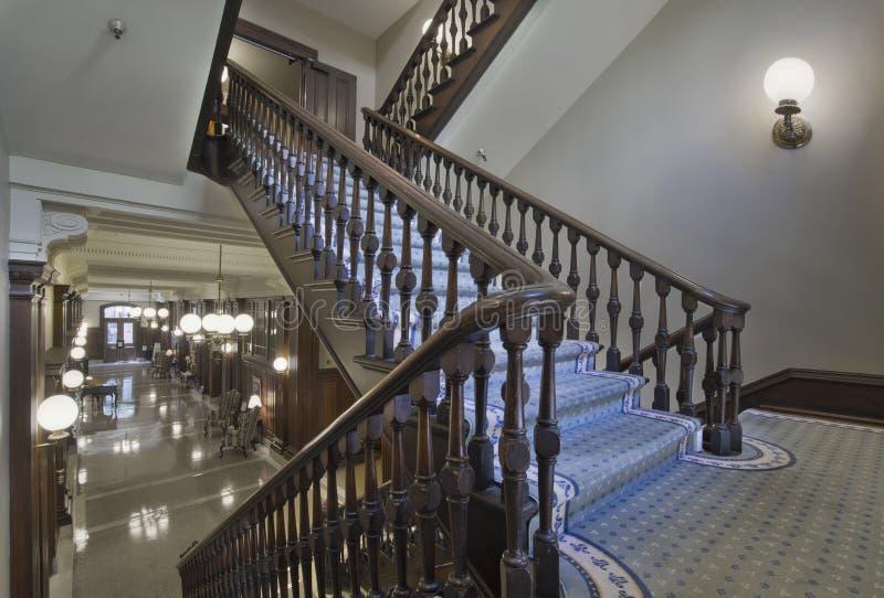 Escadas no edifício histórico do tribunal imagens de stock royalty free