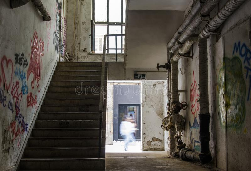 Escadas no edif?cio velho foto de stock royalty free