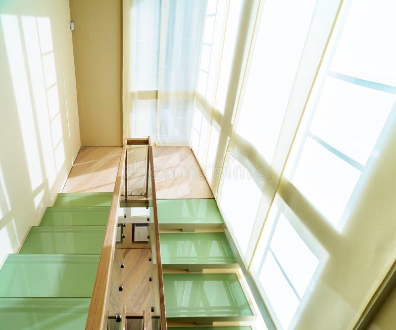 Escadas no interior home moderno fotografia de stock royalty free