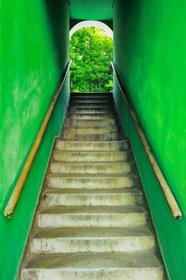 Escadas sujas velhas fotografia de stock royalty free