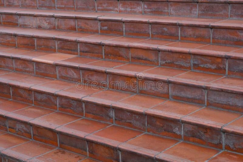 Escadas, telhas da terracota - a terracota telhou o close up da escadaria imagem de stock royalty free