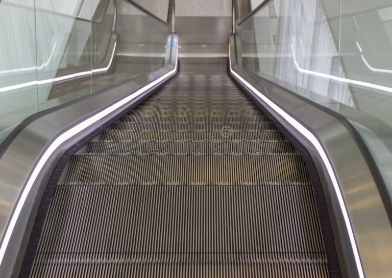 Escadas vazias da escada rolante fotografia de stock