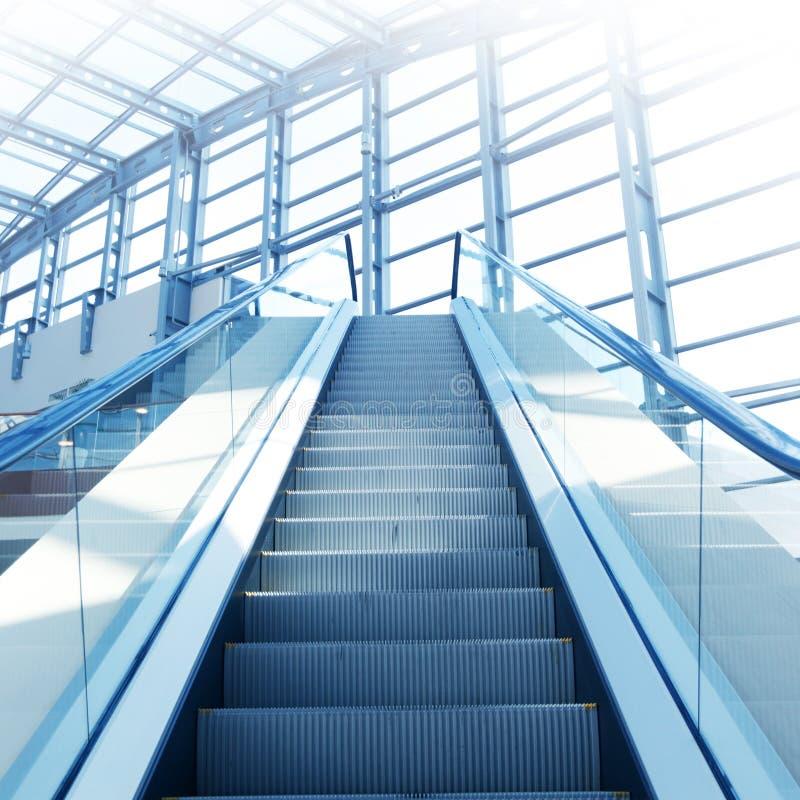 Escadas vazias da escada rolante na alameda fotos de stock royalty free