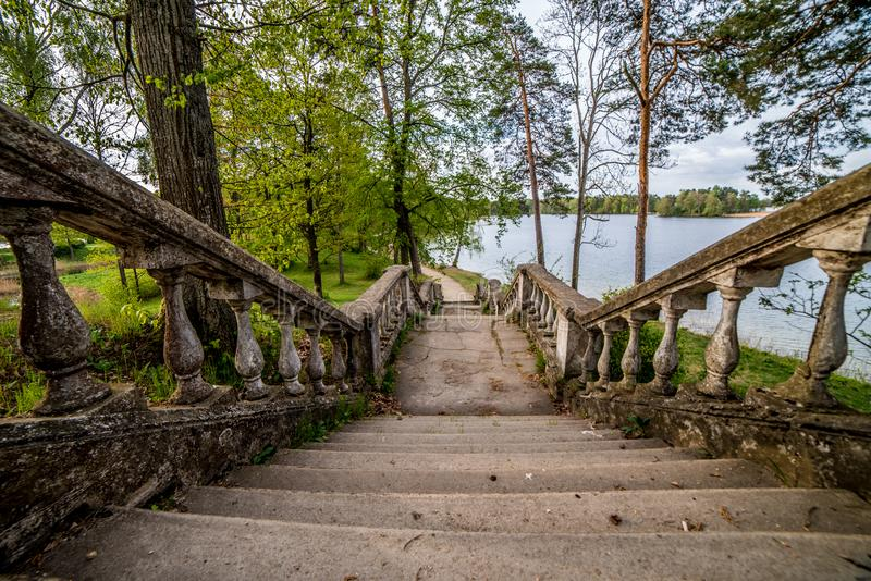 Escadas velhas, olhar retro fotografia de stock