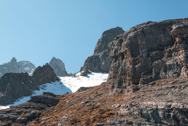 Escala da montanha alta foto de stock royalty free