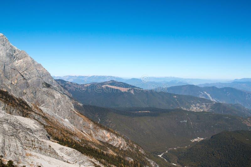 Escala da montanha alta fotografia de stock royalty free