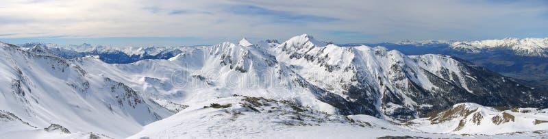 Escala da montanha alta com neve fotos de stock royalty free
