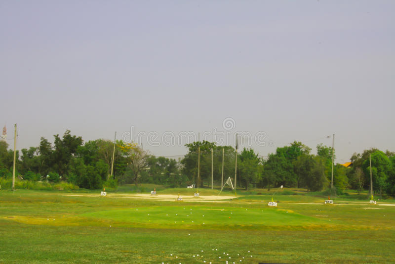 Escala de condução do campo de golfe fotografia de stock