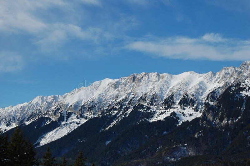 Escala de montanha de Piatra Craiului no inverno imagens de stock royalty free