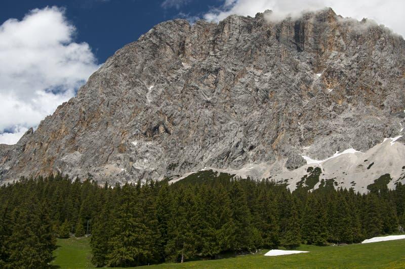 Escala de montanha de Wetterstein, Ehrwald, Tirol imagem de stock royalty free