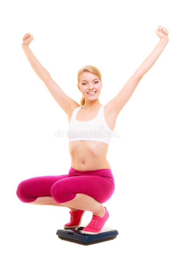 Escala de peso contente da mulher Perda de peso do emagrecimento imagem de stock royalty free