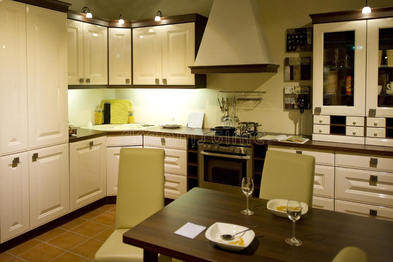 Download Escala Moderna Nova 21 Da Cozinha Foto de Stock - Imagem de agradável, cozinha: 16853486
