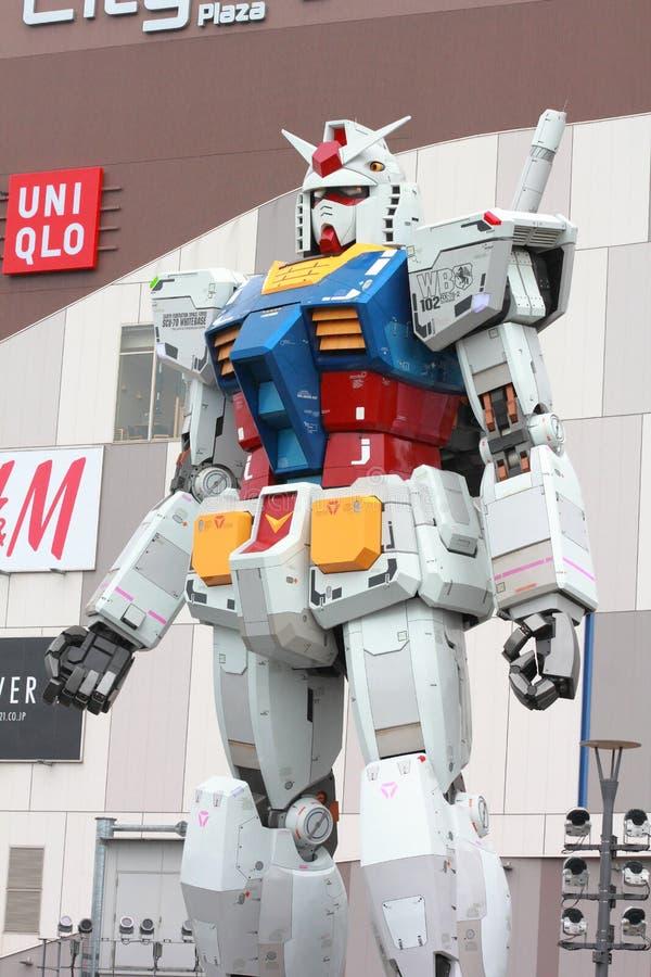 Escala real el 18m del traje móvil de Gundam alto fotografía de archivo