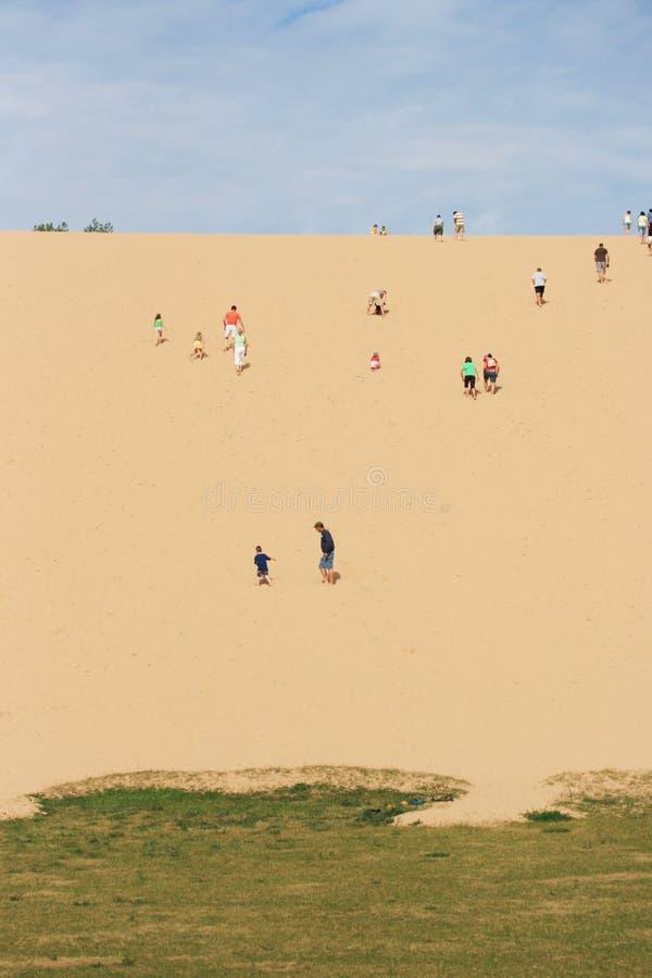 Escalada da duna fotografia de stock