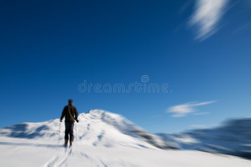 Escalada de montanha do inverno imagens de stock royalty free
