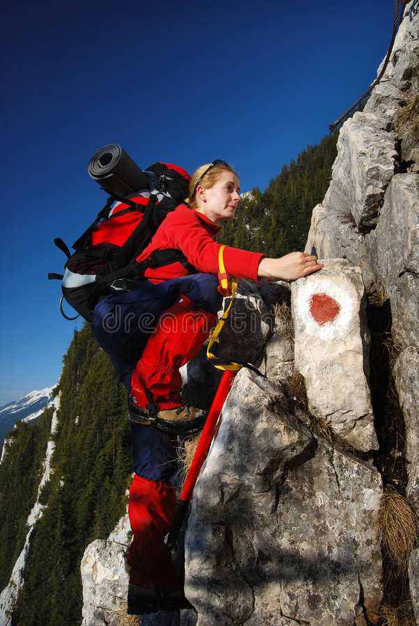 Escalada de rocha Romania das mulheres fotografia de stock royalty free