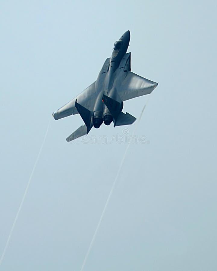 Escalada do avião de combate da águia F-15 foto de stock