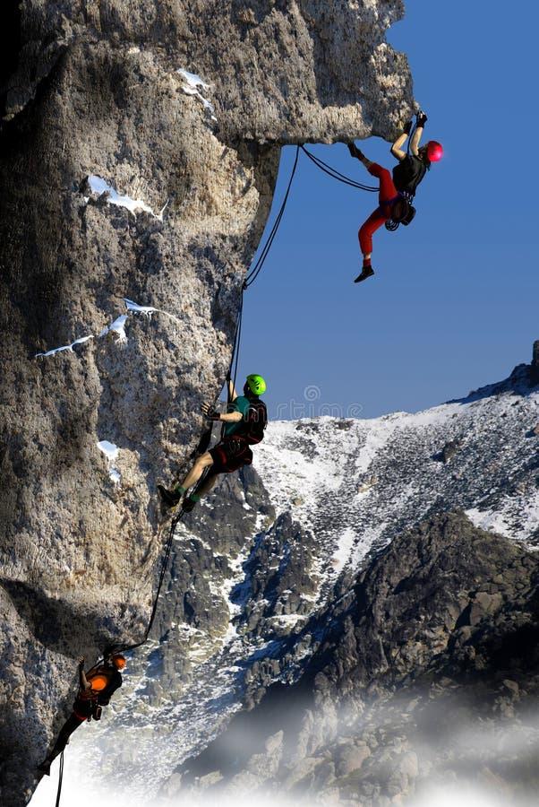 Escalada em uma montanha alta fotografia de stock royalty free