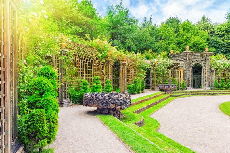 Escalade fontanna w pięknym parku w Europa zdjęcie royalty free