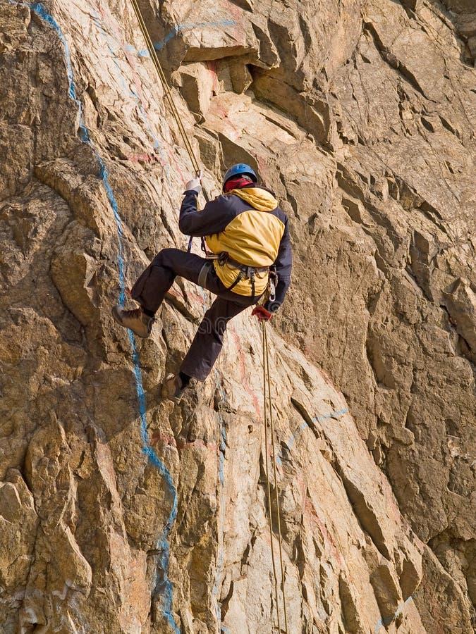 Escalador en la pared foto de archivo libre de regalías