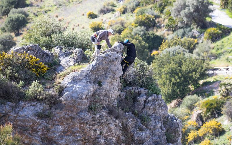 Escaladores de roca en Casares, España imágenes de archivo libres de regalías